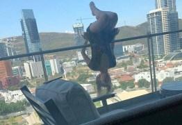 Praticando ioga, Mulher quebra 110 ossos em queda de 24 metros