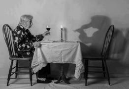 COMPRA SE AMIGOS: A epidemia da solidão já é um negócio rentável