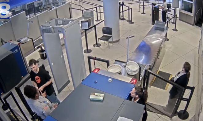 passageiro - Funcionária é demitida após chamar passageiro de feio - VEJA VÍDEO