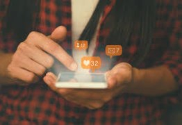 Rede social é cigarro do século 21 – Por Luciana Bugni
