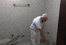 24 ANOS DEPOIS: idoso confessa crime e aponta local em banheiro onde enterrou corpo de mulher
