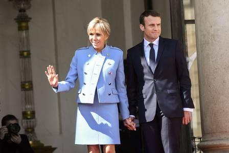 x71165311 files this file photo taken on may 14 2017 shows french newly elected president emmanue.jpg.pagespeed.ic .s5KpZUOtG  - Primeira-dama da França voltará à sala de aula para ensinar adultos desempregados