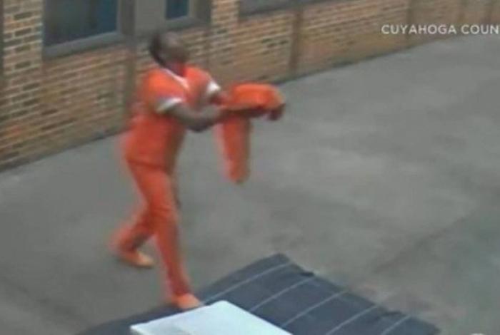 1 0 13418238 - DELIVERY DO CRIME: Drone entrega maconha e celulares em presídio - VEJA VÍDEO