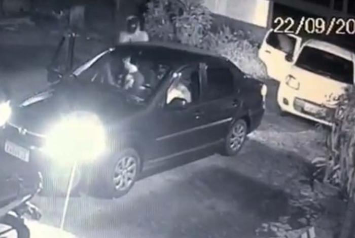 1 sao joao 13320335 - IMAGENS FORTES: ex-PM é assassinado a tiros dentro de carro de aplicativo