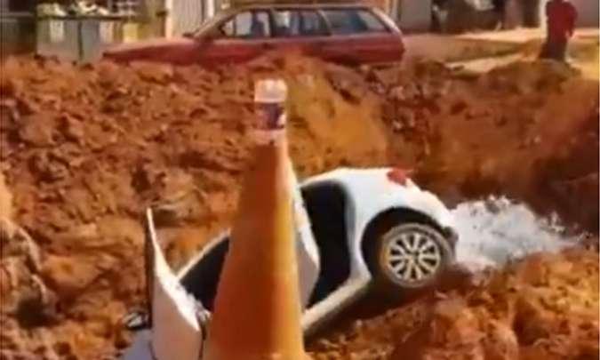 20190915213252222302i - População lança carro em vala após marido agredir esposa em vi pública - VEJA VÍDEO