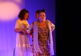 Atores do espetáculo 'Trinca, mas não quebra' são premiados na I Mostra de Teatro Cajazeirense