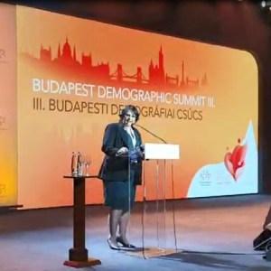 a ministra damares alves na cupula da demografia em budapeste 1569009956745 v2 450x450 1 300x300 - Com Damares, 'Cúpula da Demografia' ataca ONU, feminismo e homossexuais