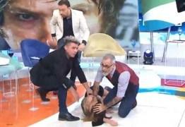 Cantora sofre isquemia cerebral e desmaia durante programa ao vivo – VEJA VÍDEO