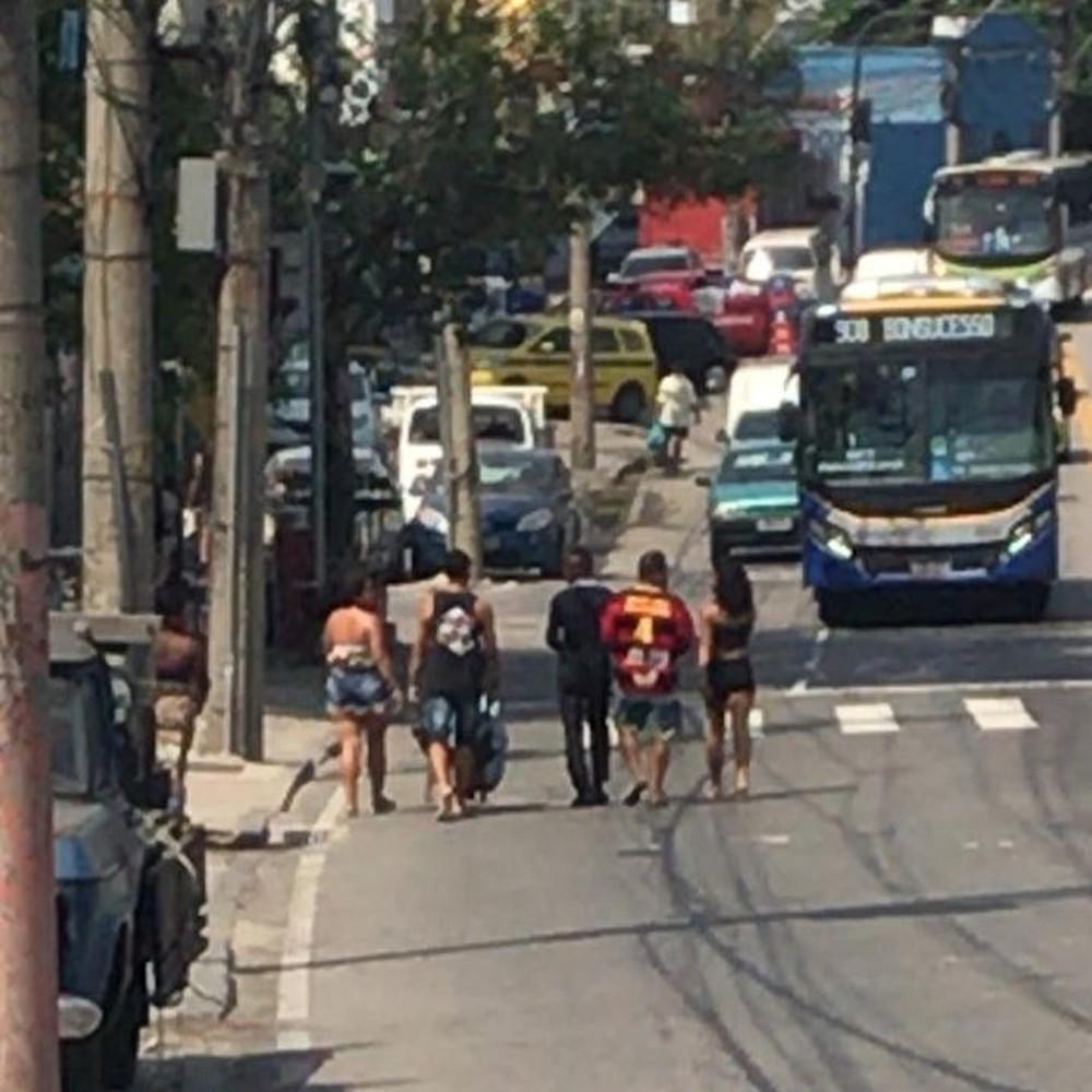 carrinho 1 - VIOLÊNCIA NO RJ: Operação no Complexo do Alemão tem 5 mortos e policial baleado
