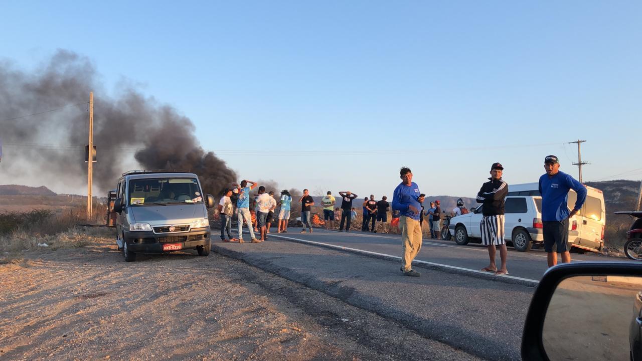 e17ce0cd dae4 4dab 87de 055342e34ac3 - Motoristas de alternativo interditam rodovias sentido Santa Luzia/Patos