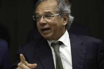 """naom 5bf7ab9ceff1e - """"Preço de petróleo é com a Petrobras"""", diz Guedes"""