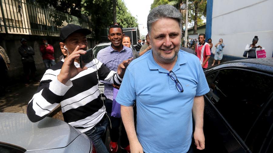 o ex governador do rio de janeiro anthony garotinho c deixa o presidio em benfica zona norte da cidade 1567607522963 v2 900x506 - Garotinho deixa prisão sorrindo no Rio após decisão de desembargador