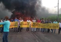 PROTESTOS: Motoristas de transporte alternativo bloqueiam BR 101 e PE-60