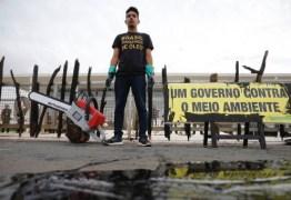 PROTESTO: Greenpeace derrama óleo no Palácio do Planalto em ato contra manchas de petróleo no Nordeste – VEJA VÍDEO