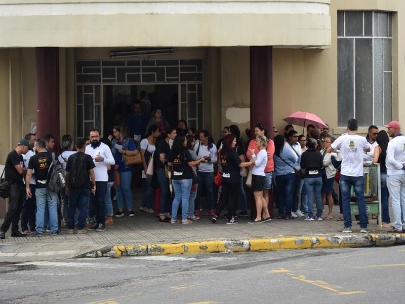 PROTESTO: Servidores da saúde paralisam atividades em Campina Grande