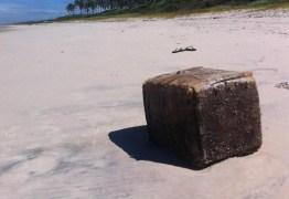 Óleo vazado leva a solução de enigma de caixas que surgem em praias no NE