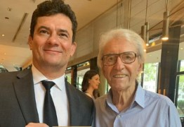 Juca de Oliveira convida Sergio Moro para peça de teatro