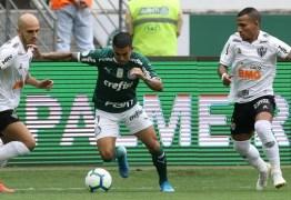 Palmeiras arranca empate no fim com golaço, mas vê Flamengo abrir cinco de vantagem na ponta