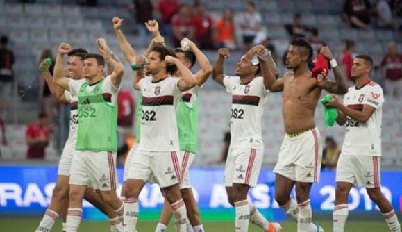 5da3b3f78697f 300x173 - Flamengo alcança feito similar a de 2009, ano do hexa