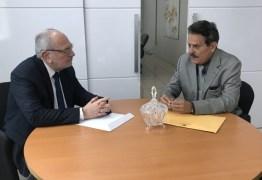 Tião Gomes se reúne com corregedor do TJPB para falar sobre nepotismo no cartório de Areia e concurso na Paraíba