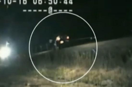 Policial salva homem inconsciente na linha férrea segundos antes de o trem passar