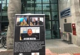 Empresário que perdeu R$ 170 mil distribui folhetos contra 'rei do bitcoin'