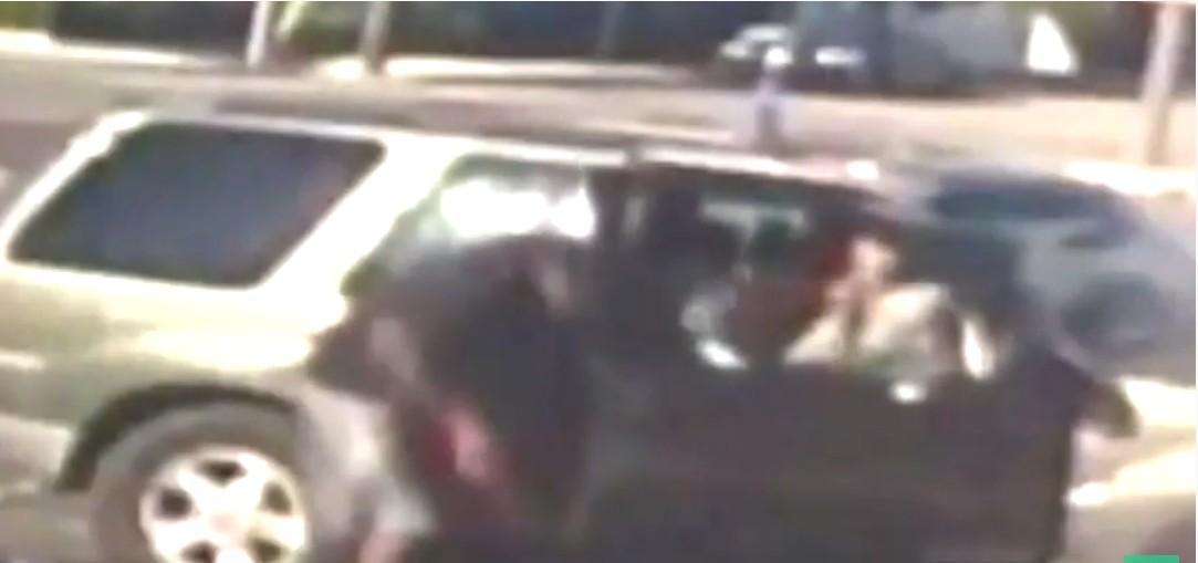 Pai é preso após bater 35 vezes em filho de 3 anos com cabo de energia