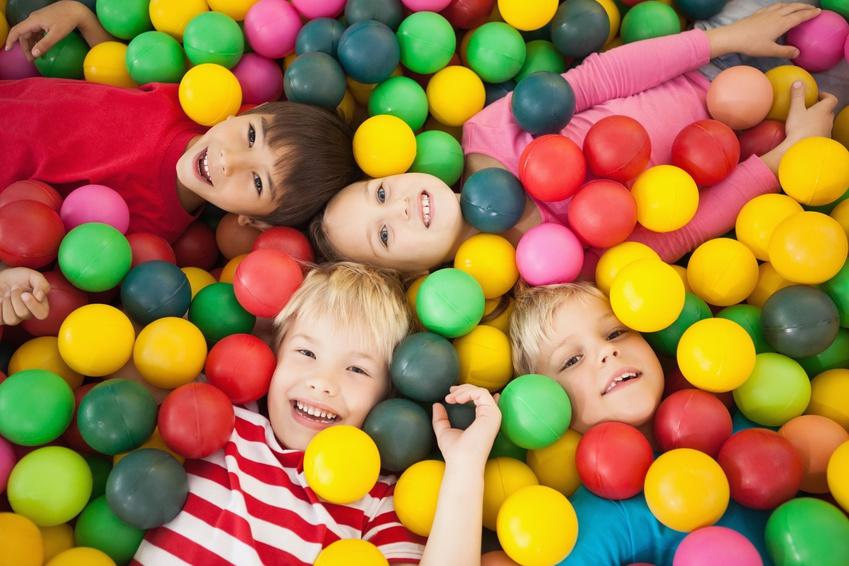 Taguatinga Shopping Mega piscina - Mangabeira Shopping comemora Dia das Crianças com show infantil e personagens animados