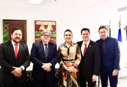 Veneziano e João Azevêdo se reúnem com relatora do Turismo na LOA 2020 para tratar da obra do Centro de Convenções de Campina