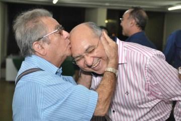 Empresário José Nello Zerinho faz aniversário e, recebe homenagem do Padre Albeni; confira