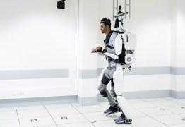 Tetraplégico volta a andar com exoesqueleto controlado pelo cérebro – VEJA VÍDEO