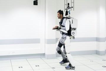 abe97b35a511956aade9675f848a0fe12e14db06 - Tetraplégico volta a andar com exoesqueleto controlado pelo cérebro - VEJA VÍDEO