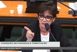 Deputada do PSL faz discurso duro e emocionado contra o próprio partido: 'Só quer dinheiro'