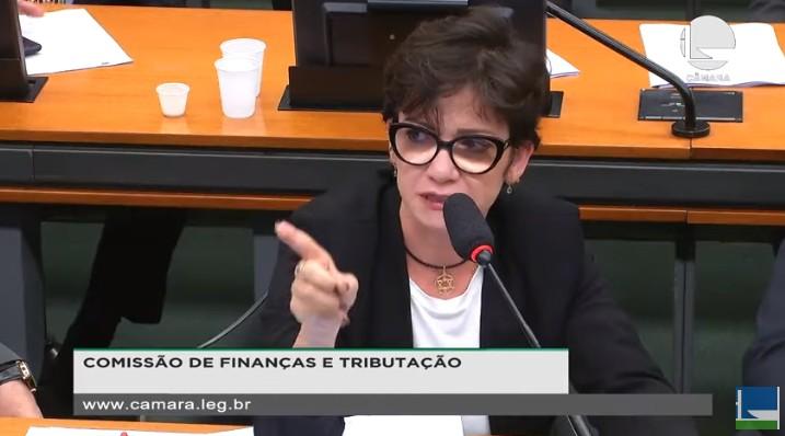 ale silva - Deputada do PSL faz discurso duro e emocionado contra o próprio partido: 'Só quer dinheiro'