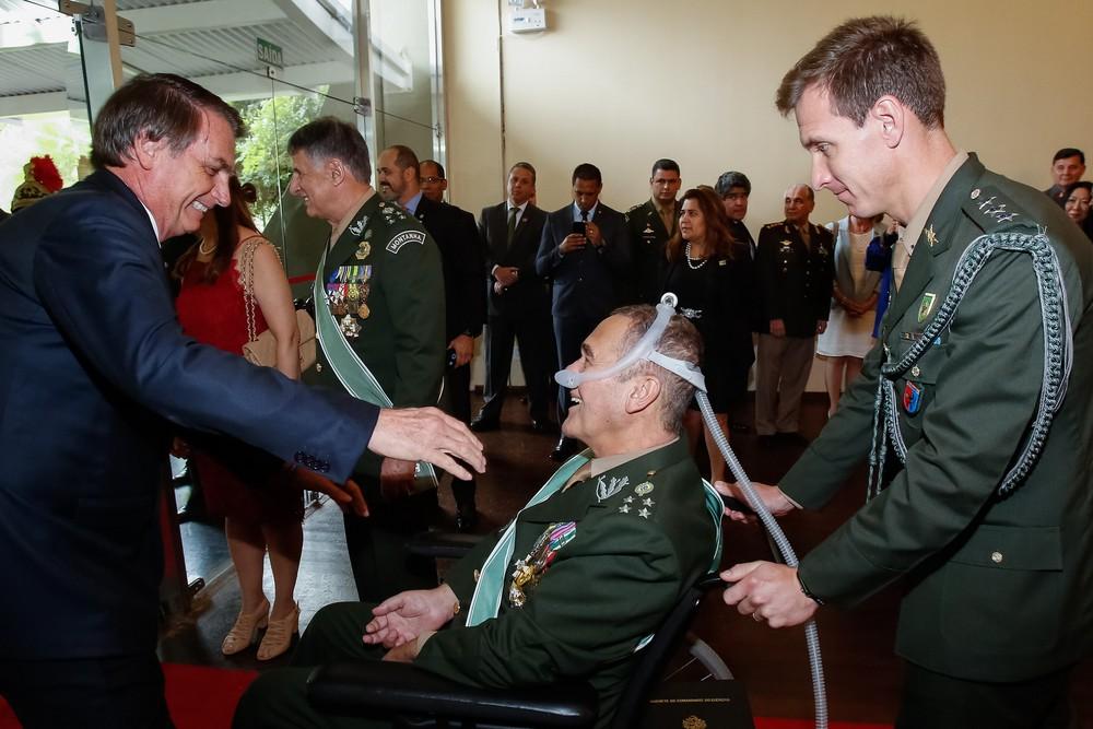 bolsonaro villas boas - COLAPSO PULMONAR: General Villas Bôas é transferido para a UTI do Hospital Sírio Libanês