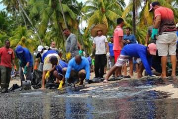 ce5a0848100e885916fa68a9d2c9964f - O óleo nas praias do Nordeste desnuda a hipocrisia da agenda ambiental no Brasil - por Felipe Nunes