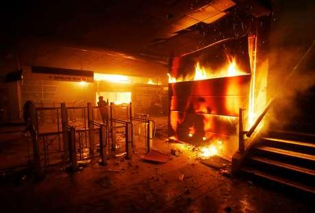 chile - Protestos no Chile deixam três mortos na capital do país