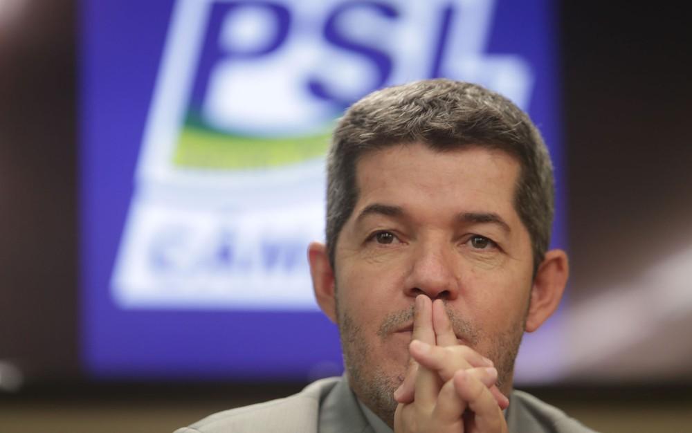 delegado waldir - BATEU O PINO: líder do PSL recua e diz não ter nada para 'implodir' Bolsonaro e compara situação a 'mulher traída'