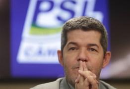 BATEU O PINO: líder do PSL recua e diz não ter nada para 'implodir' Bolsonaro e compara situação a 'mulher traída'