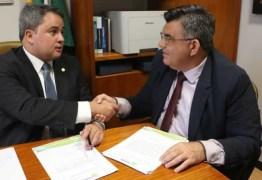 Efraim Filho atende pedido do prefeito Cristiano Monteiro e libera recursos de infraestrutura para Caaporã
