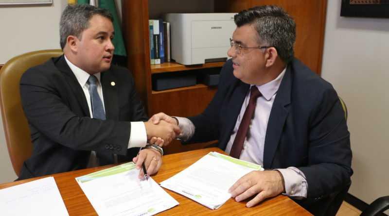 efra3 - Efraim Filho atende pedido do prefeito Cristiano Monteiro e libera recursos de infraestrutura para Caaporã