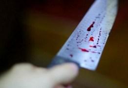 BRIGA: Homem é morto com 10 facadas enquanto bebia com amigos na própria residência