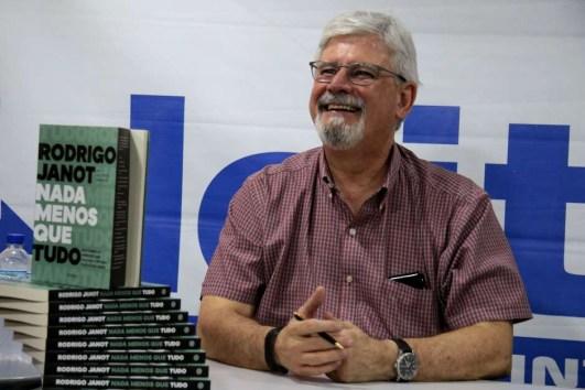 frm20191008046 300x200 - Com segurança reforçada, Janot faz lançamento de livro em Brasília