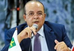 Governador Ibaneis Rocha é internado em Brasília após sofrer queda em casa