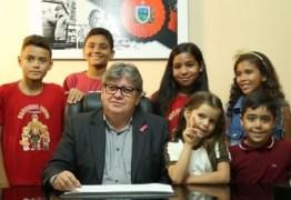 'A juventude está no foco principal desta administração', afirma governador ao receber crianças no Palácio da Redenção