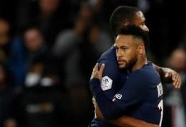 Neymar vira as costas para torcida e encara vaias mesmo após novo gol