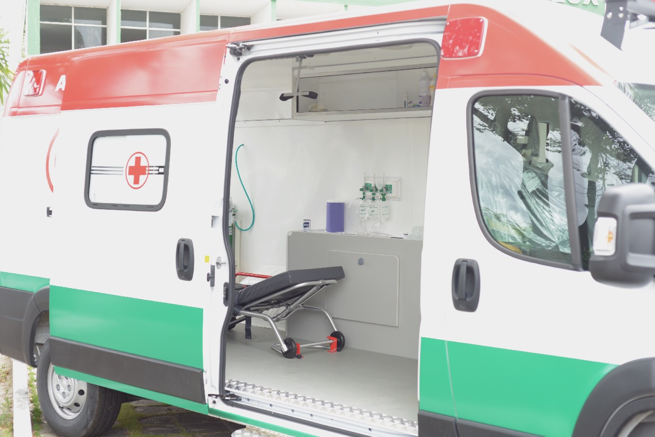 nova ambulancia 5 - Prefeitura entrega nova ambulância e reafirma o compromisso com a saúde de Bayeux