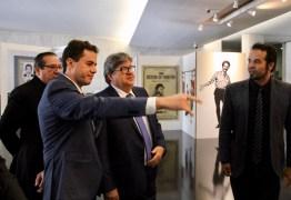 Veneziano e João Azevedo prestigiam exposição em homenagem a Jackson do Pandeiro em Brasília
