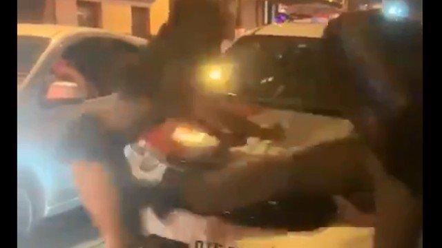 xprint chute pm.png.pagespeed.ic .pMmHYqP4Yd - Policial militar agride mulher que dançava funk diante de viatura - VEJA VÍDEO