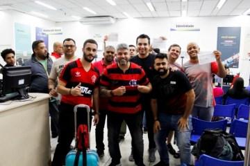 Detran faz mutirão para torcedor do Flamengo renovar identidade e ir à final da Libertadores